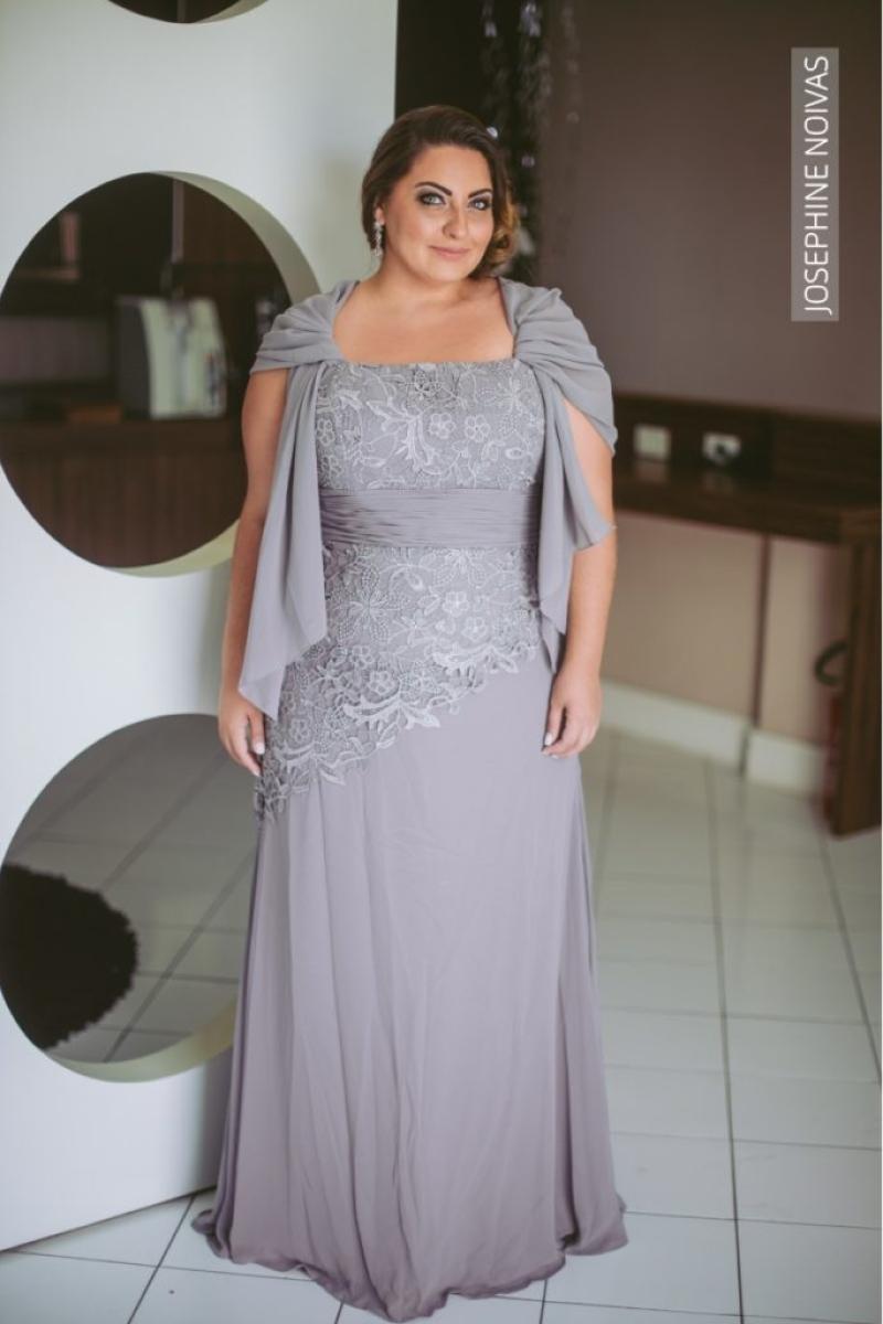 Vestido de Festa Plus Size – Cinza Claro com bordados