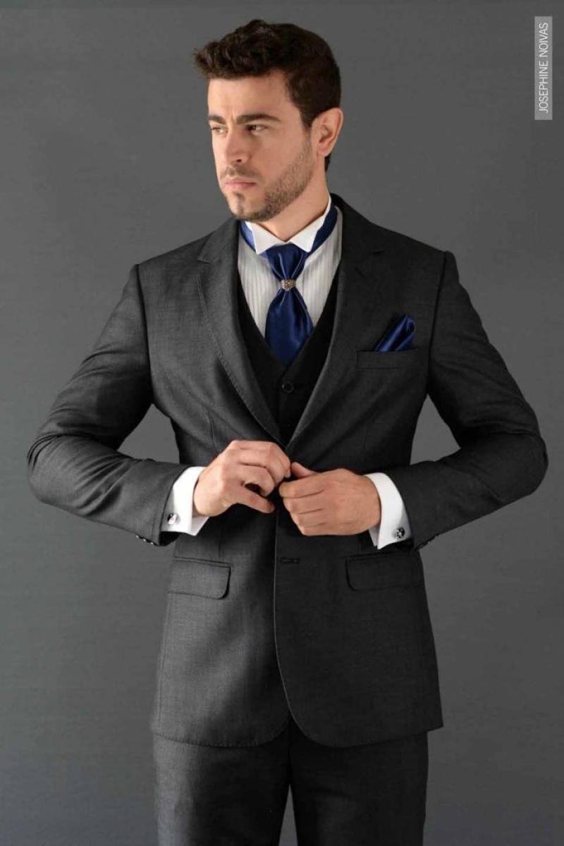 Traje de Noivo – Cinza Escuro com Gravata Azul