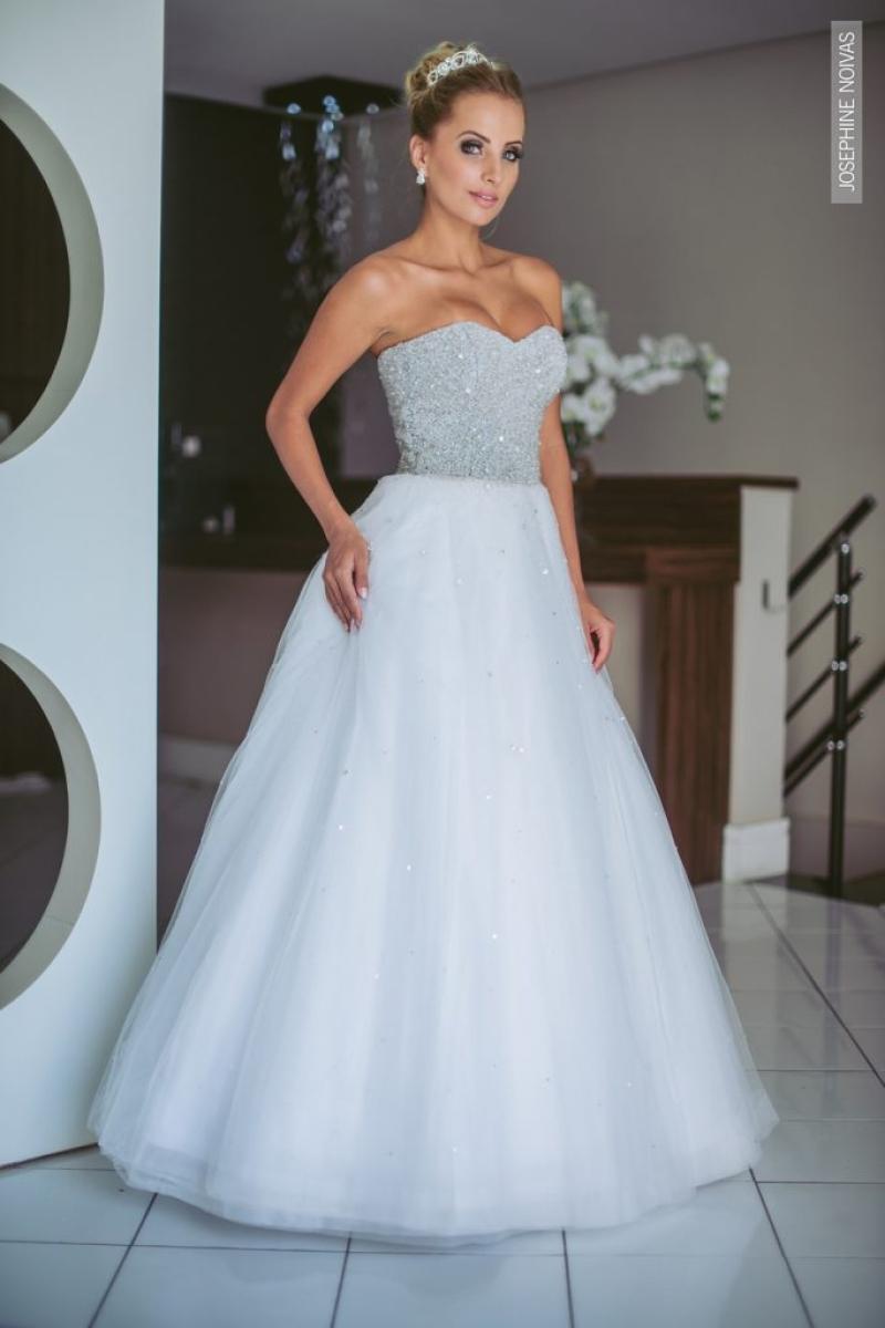 Vestido de Debutante –  Branco com corpo todo bordado em prata