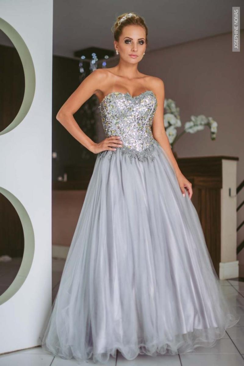 Vestido de Debutante –  Cinza com bordados em pedraria