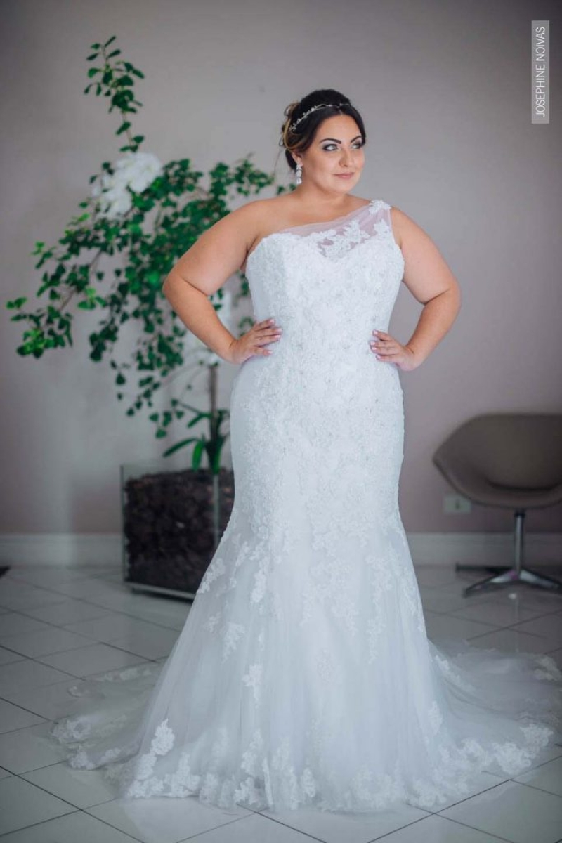 Vestido de Noiva Plus Size – Corte Sereia de um ombro só