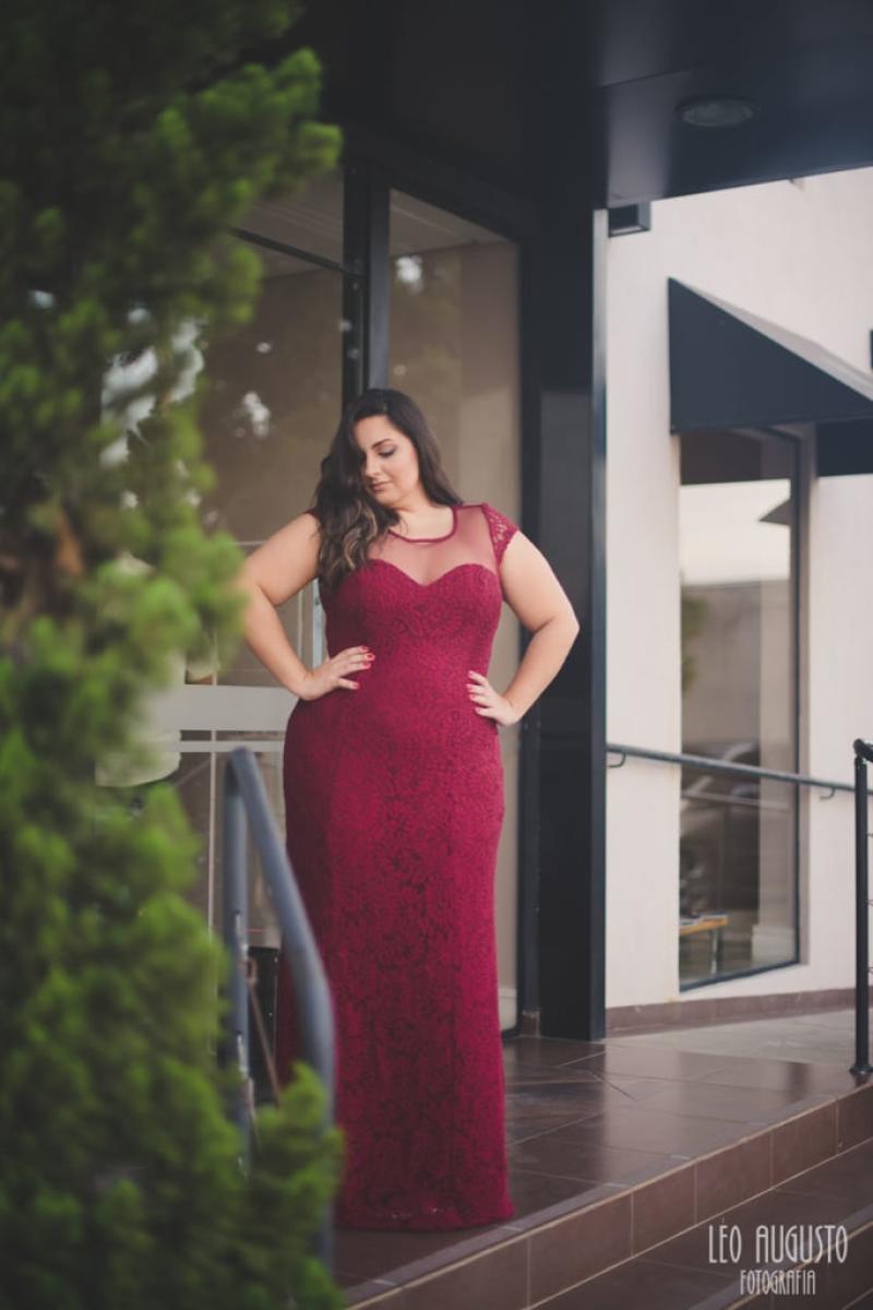 Vestido de Festa Plus Size – Marsala em rendas