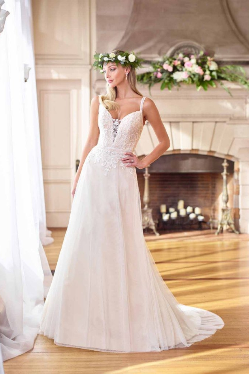 Vestido de Noiva – Fluido com alças e decote transparente