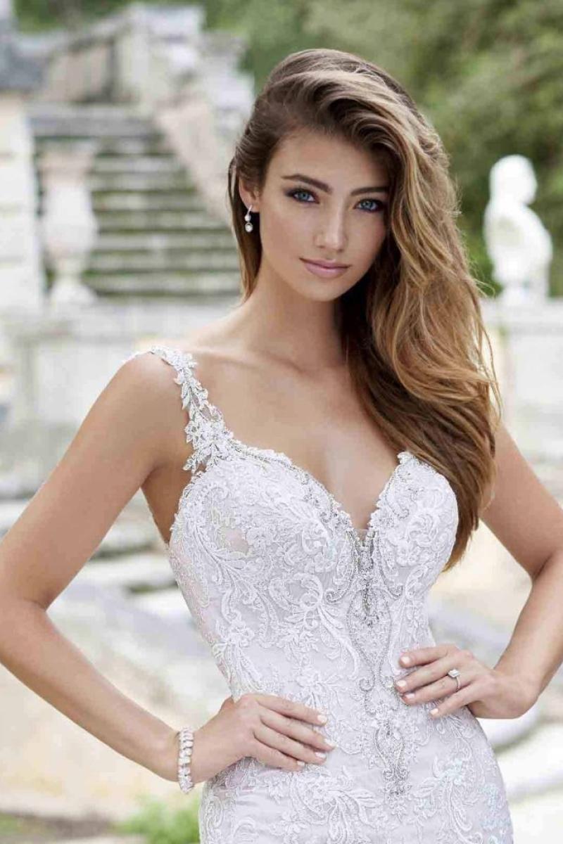 Vestido de Noiva Sereia rendas e transparências na calda