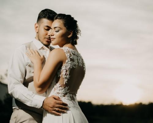 Ensaio fotográfico de noivos no Espaço Acuri em Jacareí