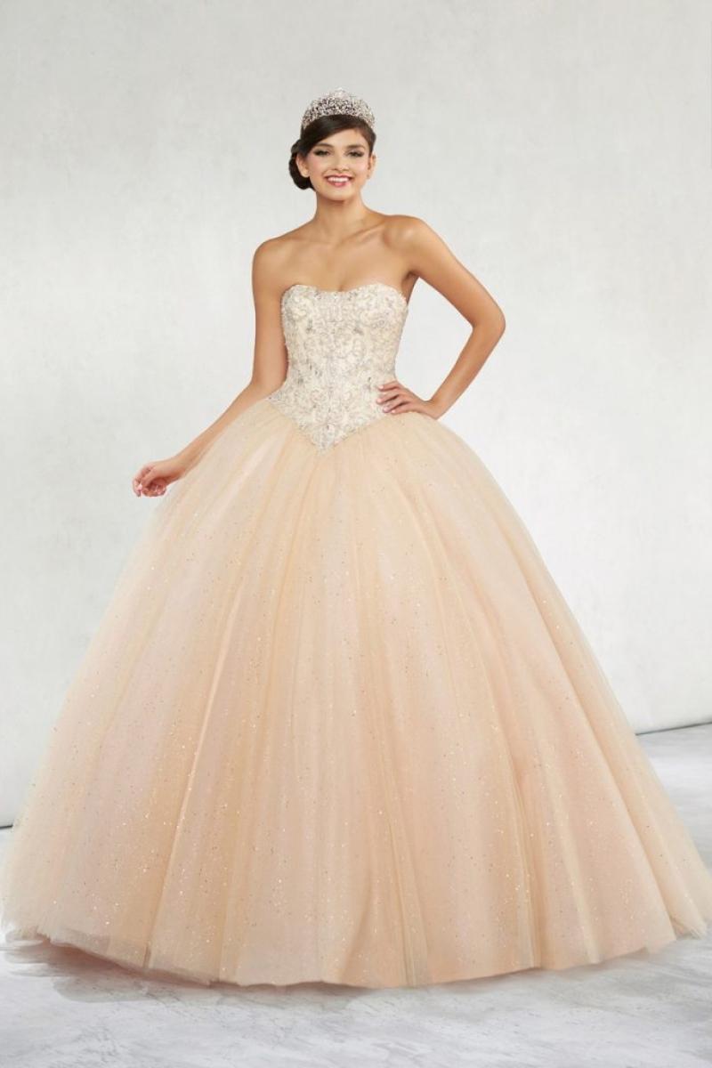 Vestido de Debutante –  Saia com muito volume na cor dourada
