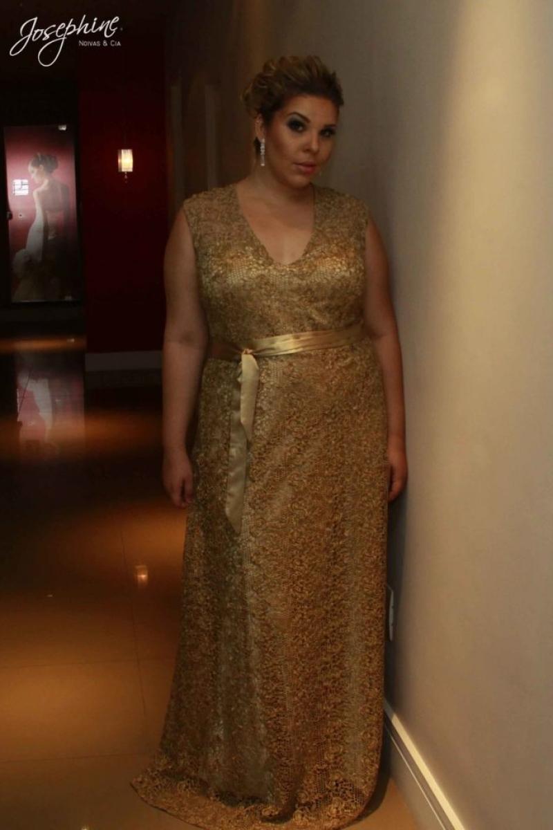 Vestido de Festa Plus Size – Dourado