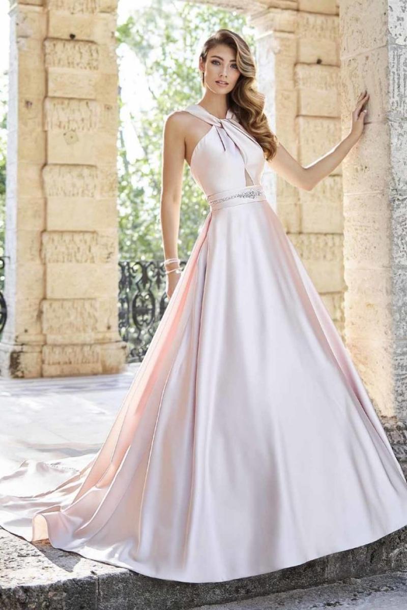 Vestido de Noiva – Evasê com decote e abertura nas costas