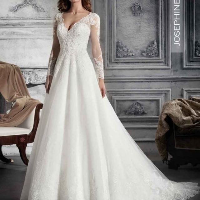 Vestido de Noiva – Evasê de mangas longas