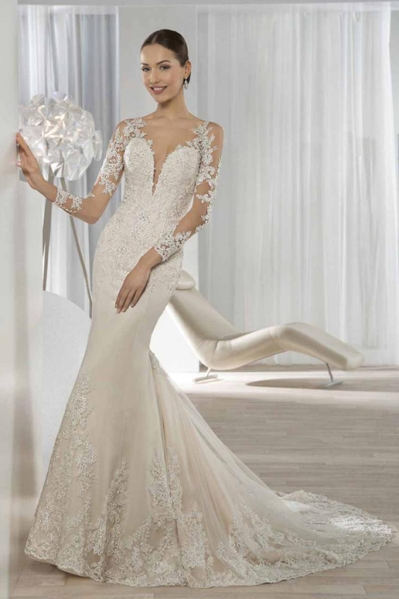 Vestido de Noiva com transparência profunda no colo e costas mangas longas corte sereia