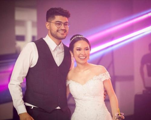 Vestido de noiva moderno e elegante