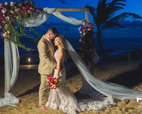 Casamento à beira mar reúne familiares e convidados | Tatiane & Leandro