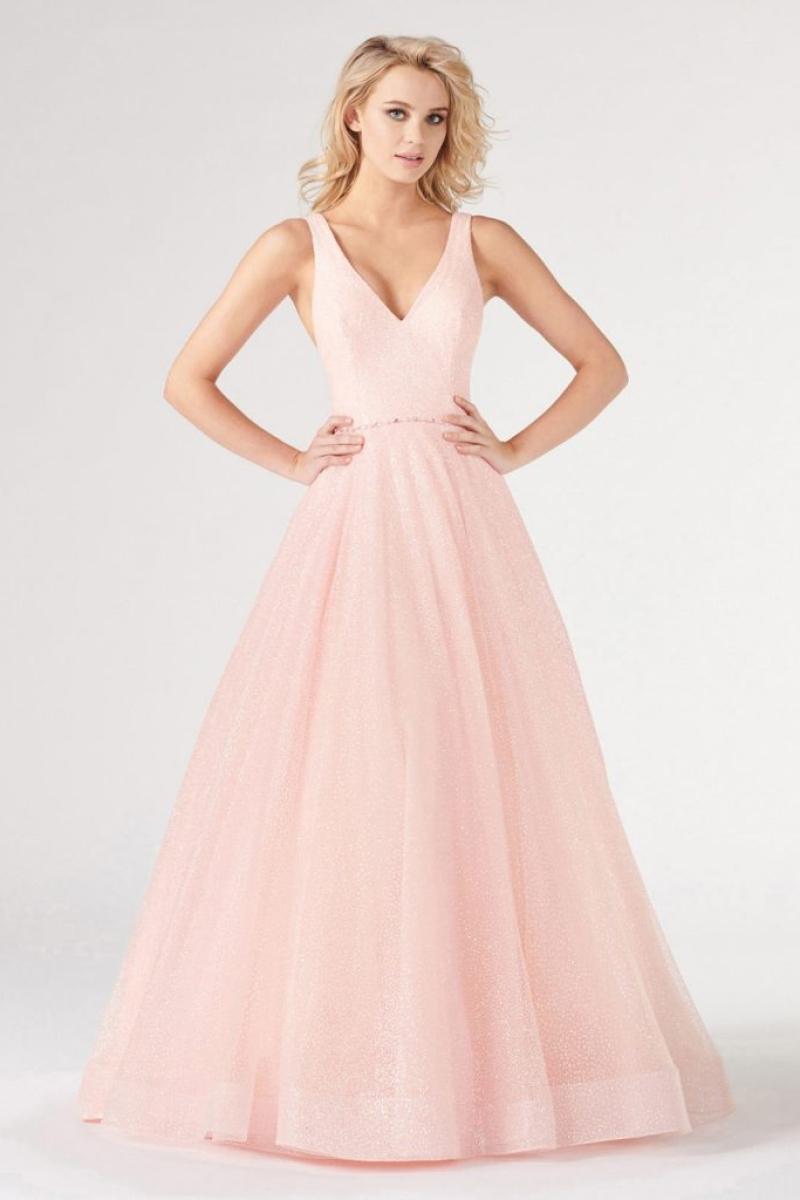 Vestido Formal Rosa com uma silhueta de linha em tule, com um baixo decote V e saia longa que flui