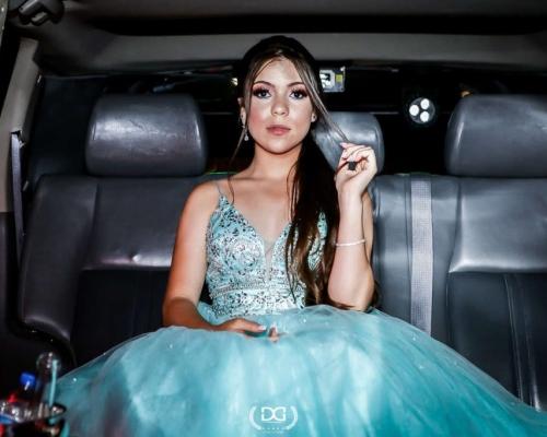 A debutante Maria Eduarda comemorou seus 15 anos com uma festa incrível