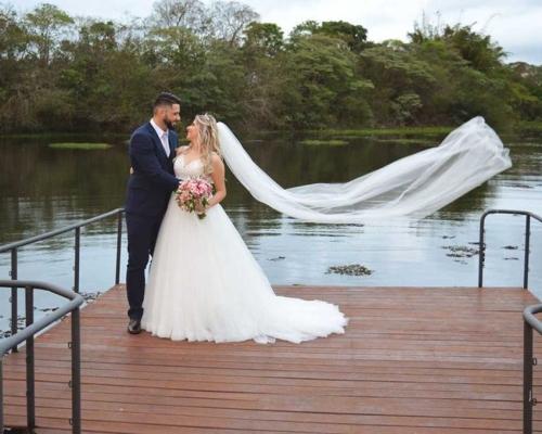 O casamento ao ar livre da Vanessa e do Rafael foi simplesmente maravilhoso