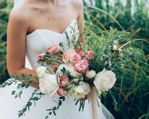 Utilize o buquê com estilo e elegância na cerimônia do seu casamento
