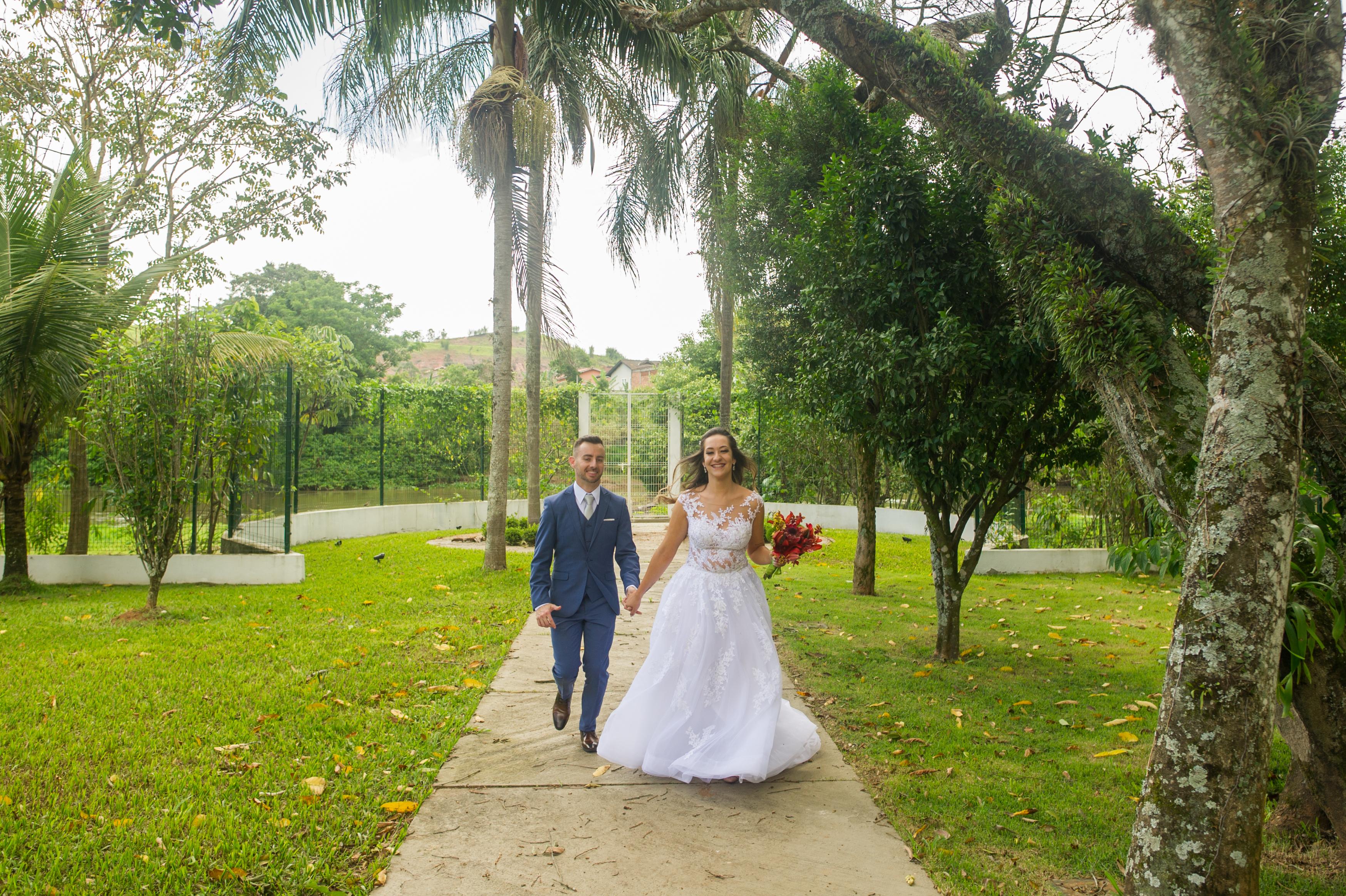 cf5163adb Cores leves, combinando com o ambiente e o momento em que estava sendo  realizado o evento. O noivo tem que ter o cuidado de estar combinando com o  vestido ...